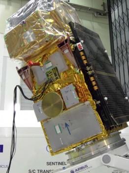 El Sentinel 2B en la sede del Centro Europeo de Tecnologías Espaciales (ESTEC) antes de que se inicie su preparación para su traslado a Kourou para su lanzamiento.