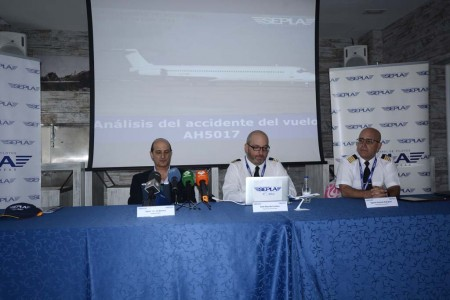 Javier Gómez Barrero, Ariel Shocrón y Agustín Guzmán en la presentación del análisis del informe del accidente del MD-83 de Switair.