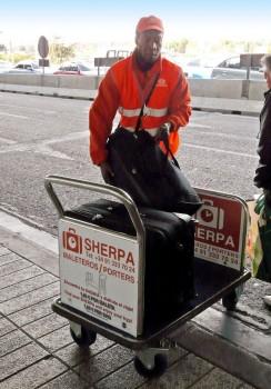 Servicio de maleteros en el aeropuerto de Madrid Barajas