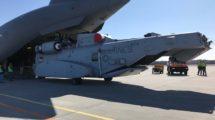 Descarga del Sikorsky CH-53K del Boeing C-17 de la USAF a su llegada a la base alemana de Holzdorf.
