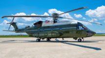 Uno de los VH-92A en pruebas en Patuxent River con la decoración VIP de los helicópetros presidenciales.