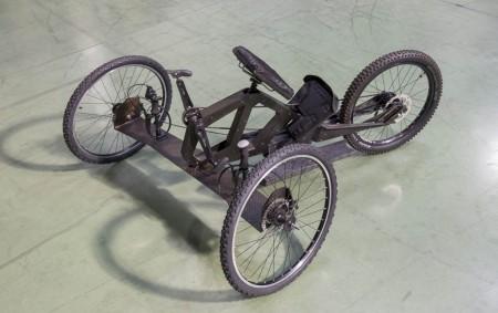 El diseño y fabricación de la silla de ruedas todoterreno ha sido realizado de forma voluntaria por trabajadores de las empresas participantes en el proyecto.