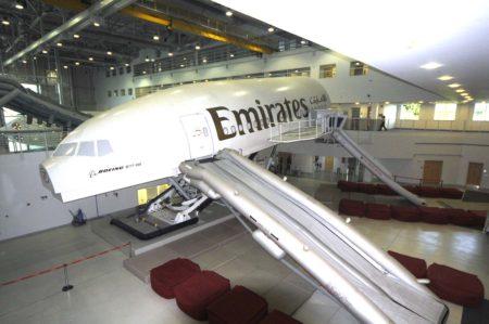 Simulador de cabina de B-777-300 de Emirates, similar al que va a incorporar Lufthansa.
