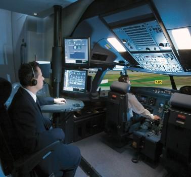 Cabina y puesto de instructor de un simulador de Airbus A320