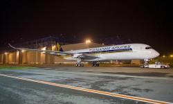 El primero de los nuevos Airbus A350-900 de Singapore Airlines recién salido del hangar de pintura en Toulouse.