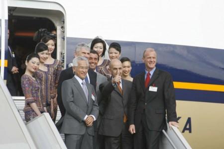 Louis Gallois y Tom Enders como máximos responsables de EADS entonces presidieron la entrega a Singapore Airlines del primer A380 que entró en servicio.