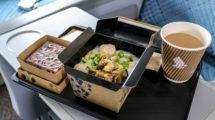 Los nuevos platos de papel de Singapore Airlines tienen la misma capacidad de comida que los anteriores.