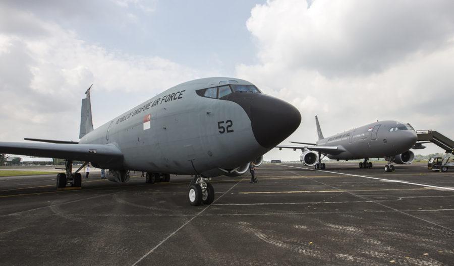 Uno de los KC-145 que Meta a comprado a Singapur, y detrás uno de los A330MRTT que los han sustituido.