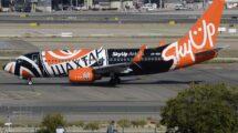 El Boeing 737 de Sky Up del vuelo inaugural a Madrid rodando para despegar de regreso a Kiev.
