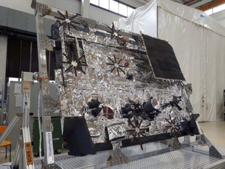 El escudo térmico del Solar Orbiter listo para su instlación en la sonda.