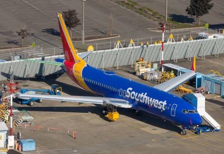 El primero de los tres Boeing 737 MAX 8 con colores de Southwest que ya han realizado sus primeros vuelos y están a la espera de la certificación del modelo para su entrega.