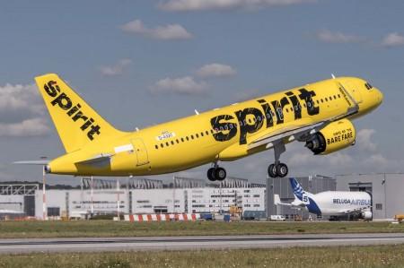 Despegue del primer Airbus A320neo de Spirit en uno de sus vuelos de prueba previos a su entrega.