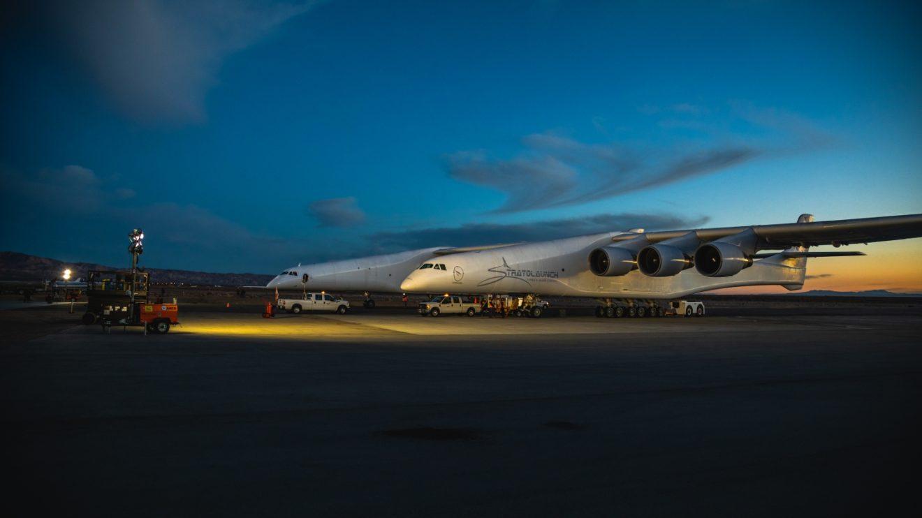Motores, trenes de aterrizaje, aviónica y algunos sistemas proceden de aviones Boeing 747 para abaratar el coste del Stratolaunch.