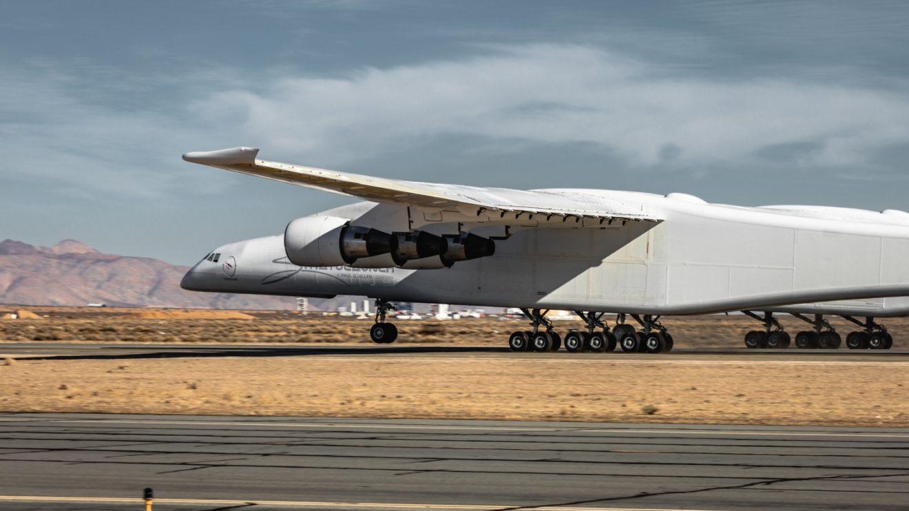 El 9 de enero se hizo la primera prueba de rodaje a alta velocidad por la pista de Mojave. Se alcanzaron los 110 nudos y el tren de morro llegó a separarse del suelo.