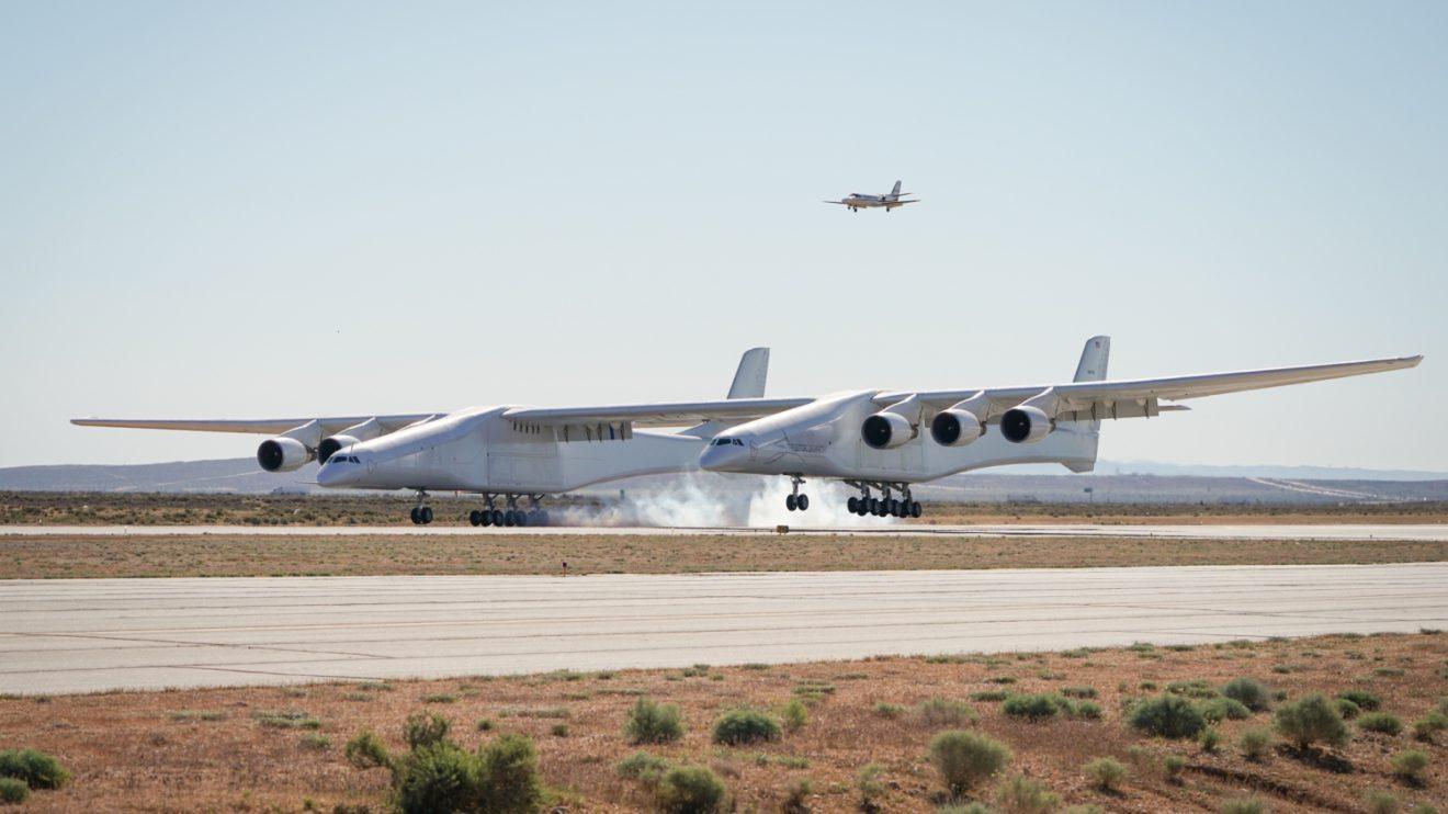 El primer vuelo del Stratolaunch tuvo una duración de dos horas y media.