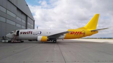 El Boeing 737 EC-MFE en el aeropuerto de Madrid.