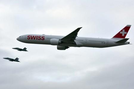 A su llegada a Suiza el Boeing 777 de Swiss fue escoltado por dos F-18 de la Fuerza Aérea de Suiza.