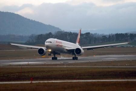 Aterrizaje en Zurich del primer Boeing 777 de Swiss.