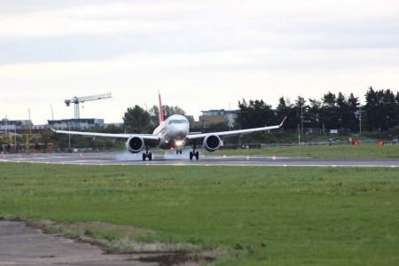 El Bombardier CS100 HB-JBA de Swiss ha sido el primer avión del modelo en realizar un vuelo comercial al aeropuerto London City.