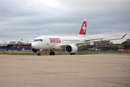El CS100 HB-JBA rodando en el aeropuerto London City tras su aterrizaje.