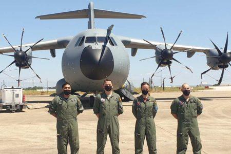 La tripulación del vuelo de entrega del décimo A400M del Ejército del Aire español.