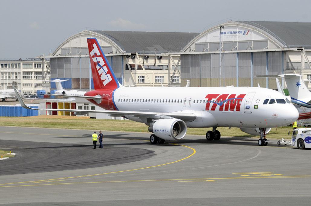 LATAM recibe su Airbus A320 número 200 en Le Bourget