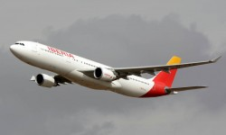 Bonitas pasadas del A330 de Iberia sobre Aire 75, aunque nos quedamos con las ganas de volver a verlo junto a la Patrulla Águila.