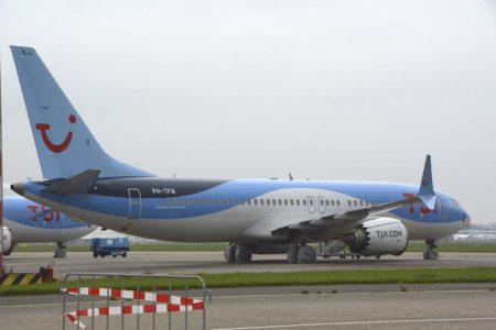 Boeing 737 MAX de TUI almacenado en el aeropuerto de Amsterdam Schiphol.