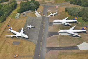 Tres de los Boeing 747-400 de Luthansa almacenados en el aeropuerto holandés de Twente.