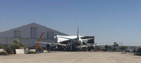 El avión tras el rodaje de la escena del choque contra el edificio.