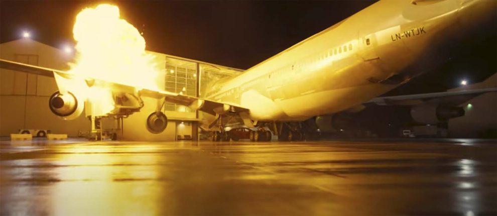 Captura del accidente del Boeing 747 en la pelicula Tenet.