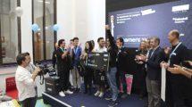 El equipo ganador del Tercer reto Aertec Solutions challenge recibiendo su premio.