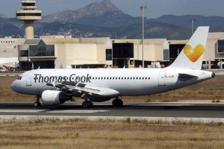 Otros años Thomas Cook ha recurrido al leasing con tripulación de aviones para cubrir sus necesidades en temporada alta. En este caso es un Airbus A320 de Smart Lynx.