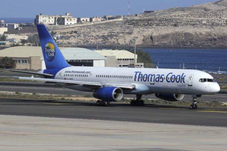 Boeing 757 de Thomas Cook con los anteriores colores de la aerolínea en el aeropuerto de Gran Canaria.
