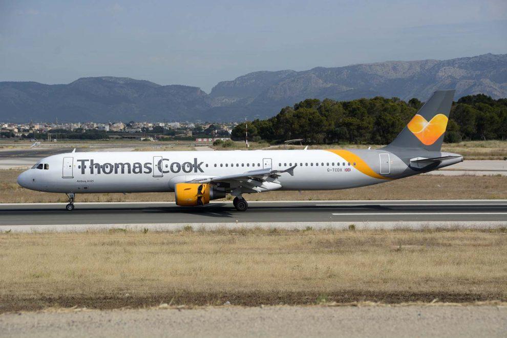 Airbus A321 de Thomas Cook en el aeropuerto de Palma de Mallorca.