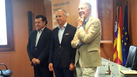De izquierda a derecha, Juan Manuel Gallego, Christoph Debus y Álvaro Middelmann de Thomas Cook.