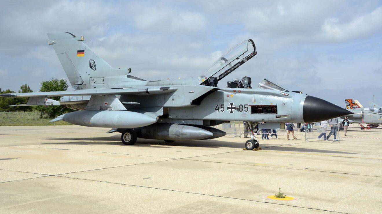 Tornado IDS 45-85 de la Fuerza Aérea alemana. Está asignado al Ala Táctica 33 en la base aérea de Buchel.
