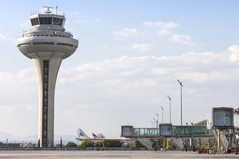 Torre de control del aeropuerto Madrid-Barajas, una de las cinco que cuentan con los nuevso sistemas de gestión de aeronaves.