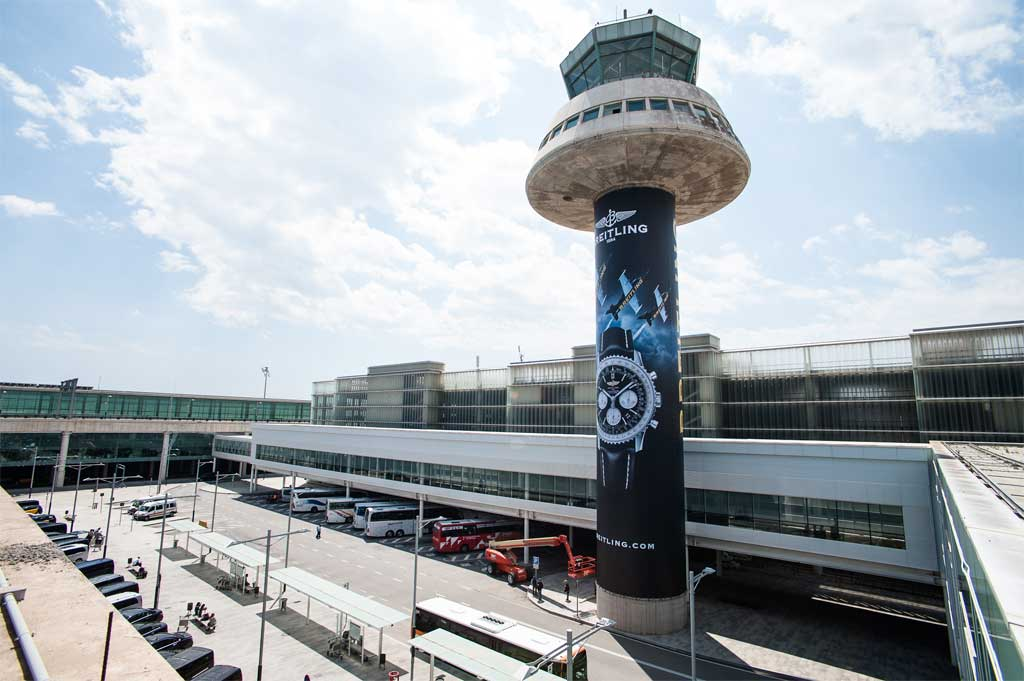 La imagen del Breitling Navitimer ocupará durante un año la torre de control del aeropuerto de Barcelona El Prat