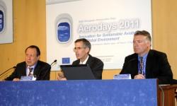 John Tracy acompañado por Francisco Escartí (izquierda) y Matthew Ganz.