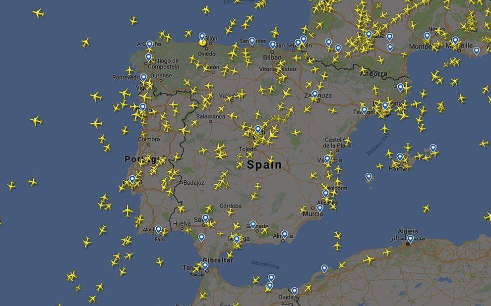 Tráfico aéreo sobre la península Ibérica según Flighradar.