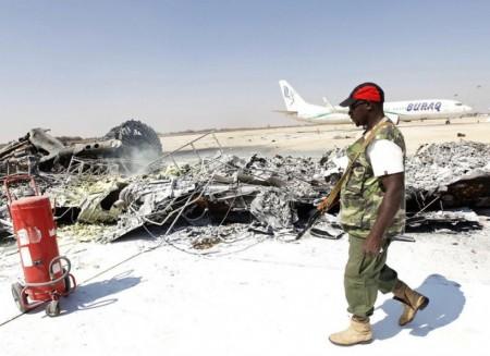 Restos de uno de los A300 destruidos en el aeropuerto de Trípoli