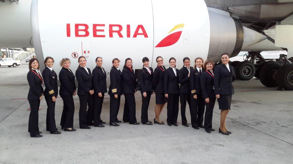 Primera tripulación de largo radio enteramente femenina de Iberia.