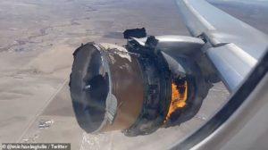 Imagen del motor del vuelo UAL 328 tras su fallo catastrófico.