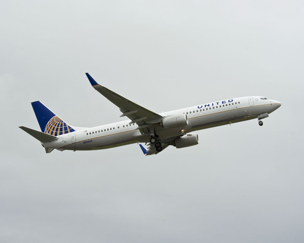 United Continental Airlines  737-900ER Flyaway Take Off