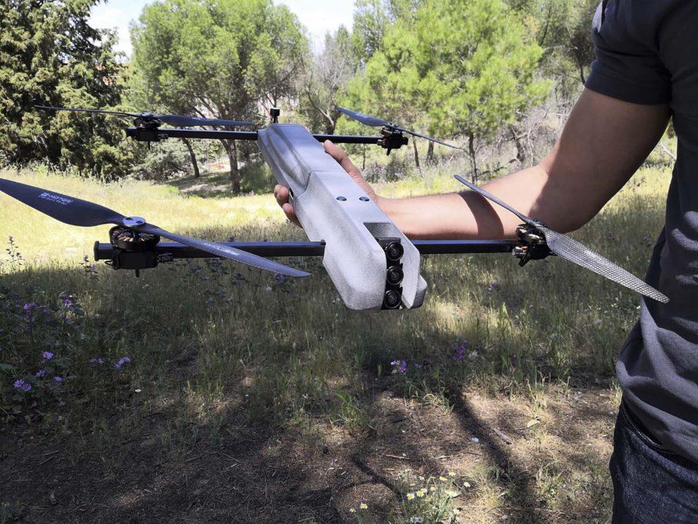 Con sus 2 kg de peso, el Passer puede ser manejado con facilidad por una sola persona.