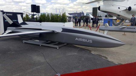 Propuesta de UCAV de Airbus mostrada en el salón de Le Bourget.