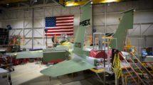 El cuarto de los Boeing F-15QA para la Fuerza Aérea de Qatar ha sido decorado con pegatinas de F-15EX en la cadena de montaje de Boeing en St.Louis para anunciar el contrato con la USAF.