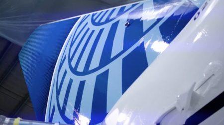 El logotipo de United ha perdido el dorado que ha cambiado por tonalidades de azul.