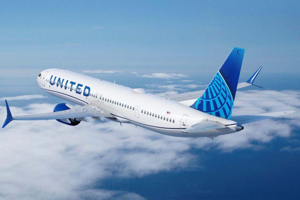 Boeing 737 MAX 10 con los colores de United.